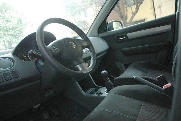 El habitácilo es bastante espacioso incluso para un auto de su segmento.