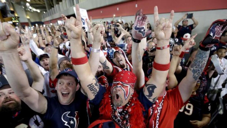 Fans durante la primera ronda del Draft 2014 (AP-NFL).