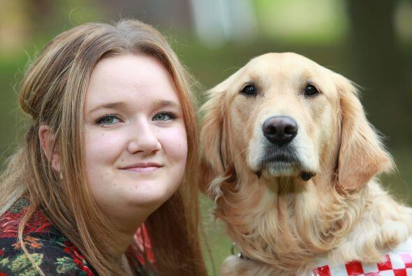 Ellen Watson de 18 años comenzó la universidad gracias a un fiel acompañ...