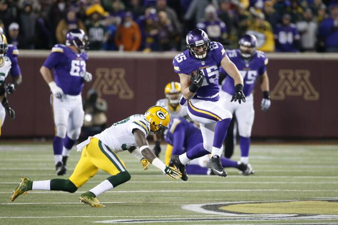 Los Green Bay Packers vencieron 30 - 13 a los Minnesota Vikings y se apo...