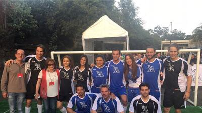 El elenco de 'Tres veces Ana' jugó una 'cascarita' de fútbol