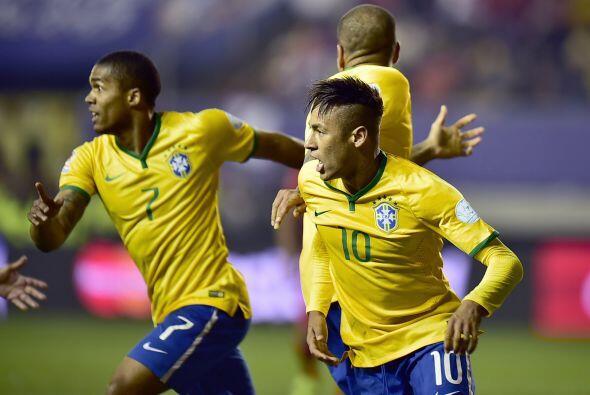 Pero rápidamente los brasileños empataron gracias a un cabezazo de Neyma...