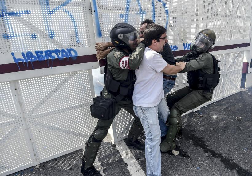 Líderes venezolanos atacados