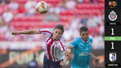 Chivas igualó 1-1 con Querétaro en un penoso trabajo arbitral
