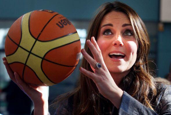 Y ya que estaban por el gym,  tocó con el basketball.