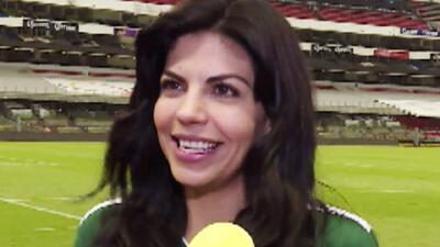 ¿Qué está haciendo África Zavala en una cancha de fútbol?