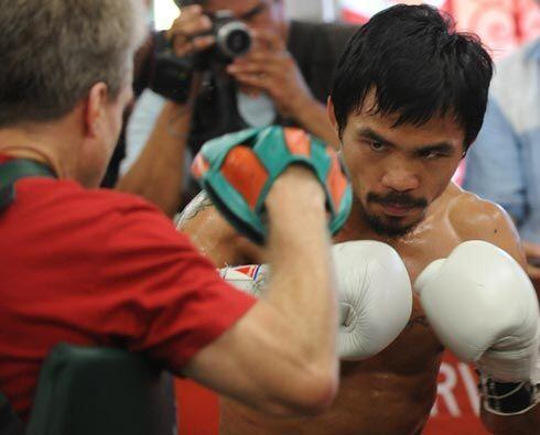 El filipino Manny Pacquiao entrena duro y a conciencia para su próxima p...