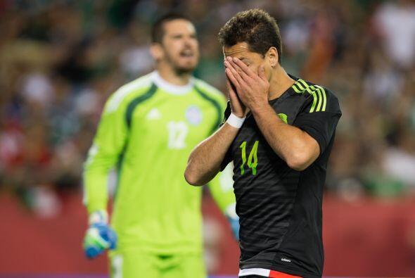 El que se fue sin goles fue Javier Hernández que no pudo hacerse present...
