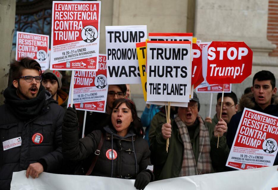 En Madrid, varios hombres se unieron a la protesta de las mujeres contra...