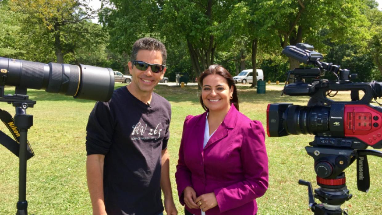 El astrónomo José Francisco Salgado platica con Viviana &A...