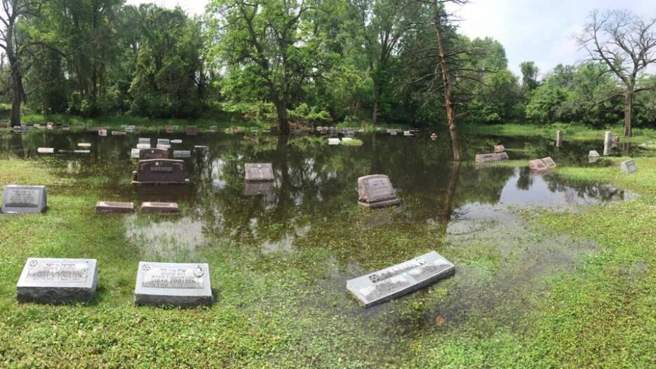 Fuertes lluvias registradas en Chicago hicieron que una sección del ceme...