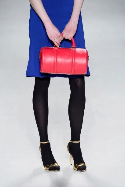 Otro tipo de bolso que es súper femenino y práctico es este, que se asem...