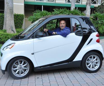 Todo cabe en un smart, sabiéndolo acomodar…Pero aunque posee autos verda...
