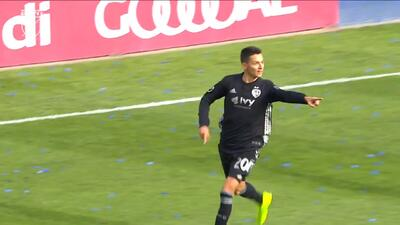 Dániel Sallói fue la estrella y espectáculo de Sporting KC al anotar dos golazos
