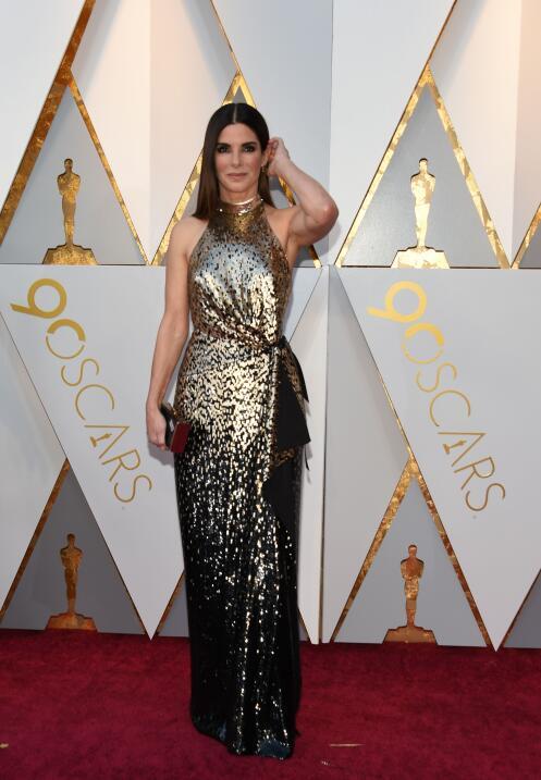 Sandra Bullock, guapísima en este modelo de la casa Louis Vuitton.