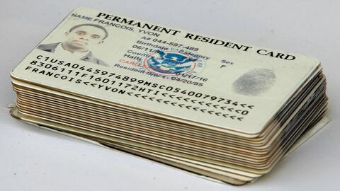 "Tarjetas de residente permanente o ""green cards""."