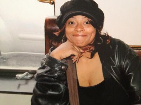 Michele Ollie de 42 años fue asesinado por su esposo la noche del...