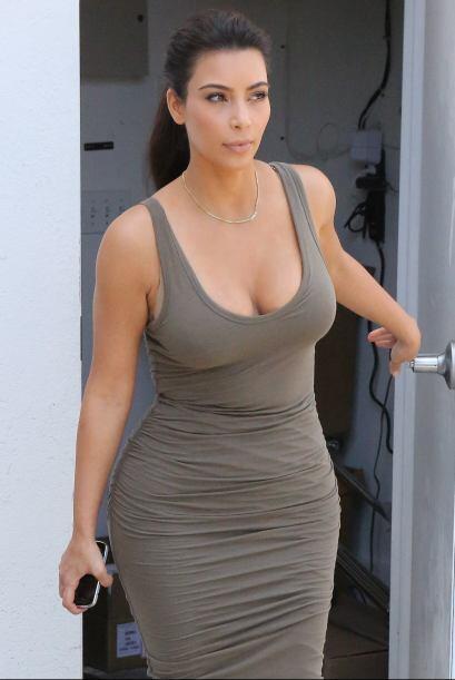 ¡No podemos culpar a Kim por usar prendas escotadas! La temporada lo pid...