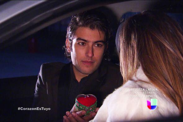 ¡León quiere casarse contigo! ¿Aceptas?