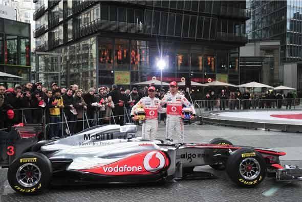 La escudería McLaren presentó su nuevo monoplaza, el MP4-26.