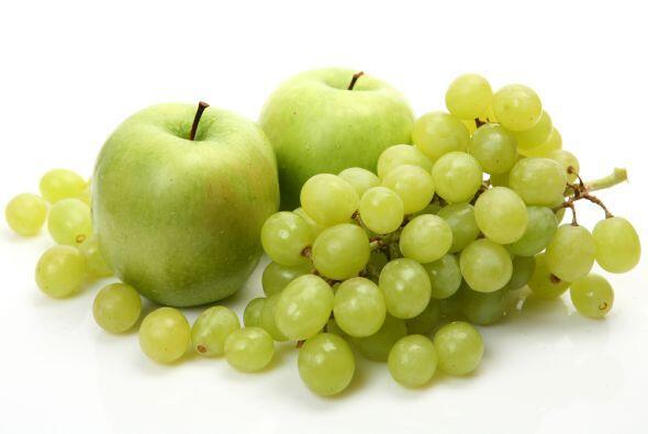 Las uvas y las manzanas no pueden faltar estos días ya que son tus fruta...