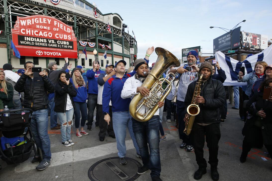 La fe inacabable de los fanáticos de Chicago Cubs  AP_16304793219004.jpg