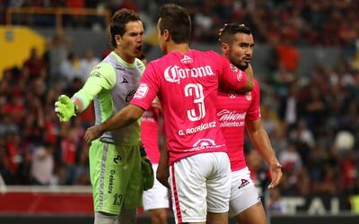Carlos Guzmán le dio los tres puntos a Monarcas.