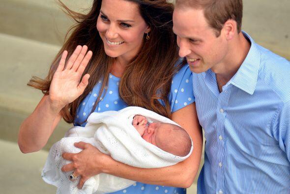 Un día, por fin llegó el hermoso bebé real.