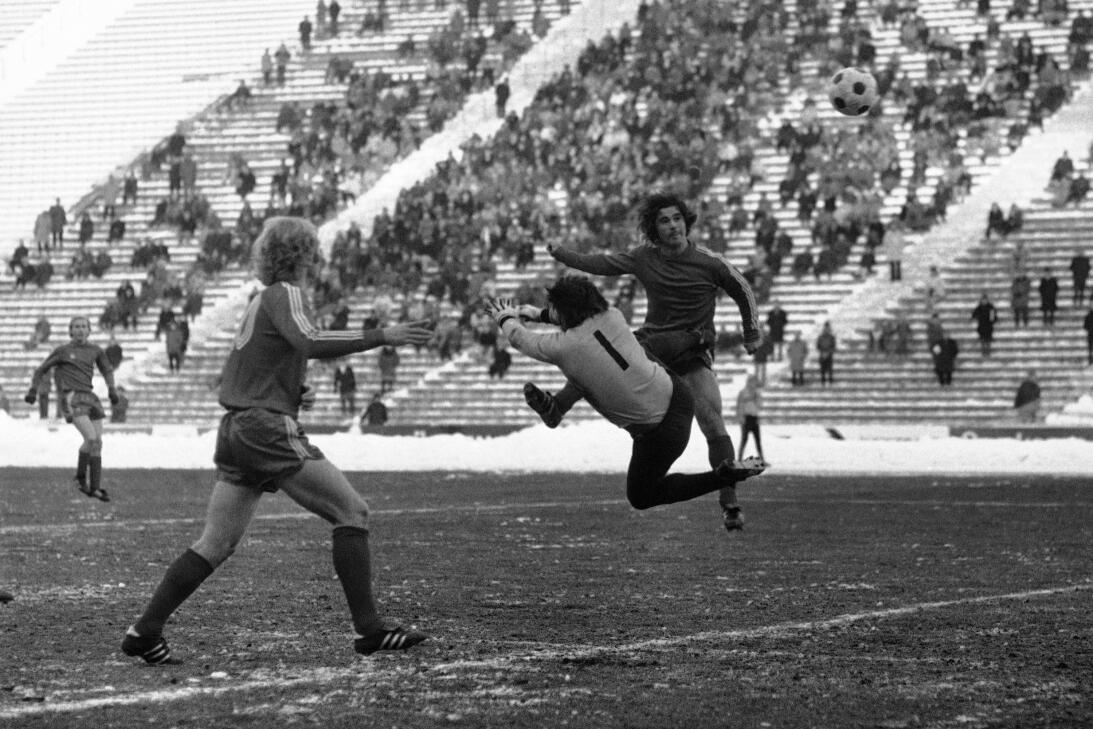 Edinson Cavani con PSG y otros cracks que son goleadores históricos en g...