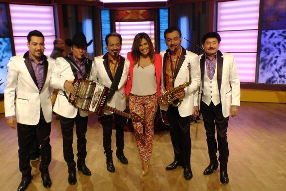 Karla estaba feliz de tener una vez más a estas leyendas de la música po...
