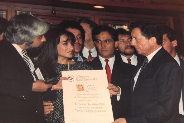 También recibió el premio de la Fundación Miguel Alemán.