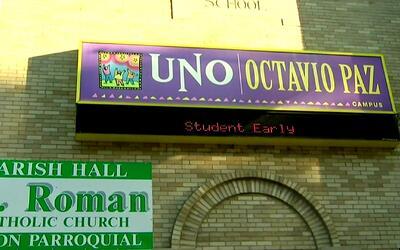 Padres de alumnos de la primaria Octavio Paz de las escuelas chárter UNO...