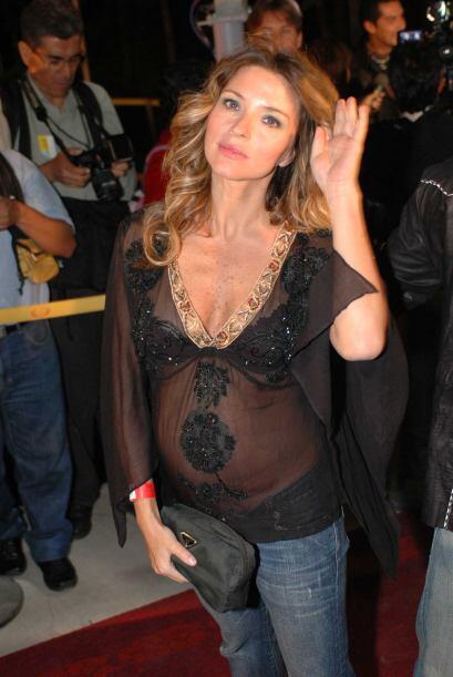 Issabela Camil fue otra mamita fashion que no perdía la oportunidad de l...