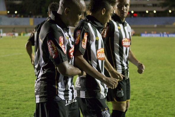 En tanto, el favorito del Grupo 5 es el Santos de Brasil (bicampeón en 1...