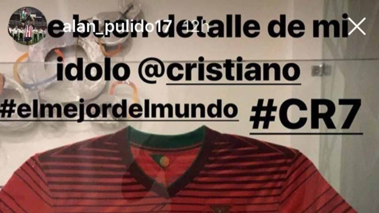 Alan Pulido regalo de CR7