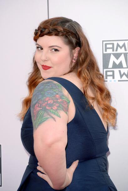 """Hasta el """"tattoo"""" le combinó con su vestido azul."""