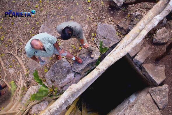 Esta es la entrada del Cenote Sagrado de Hol Tun en Chichén Itzá.