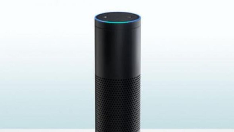 El pequeño altavoz está diseñado para interactuar con las personas por m...