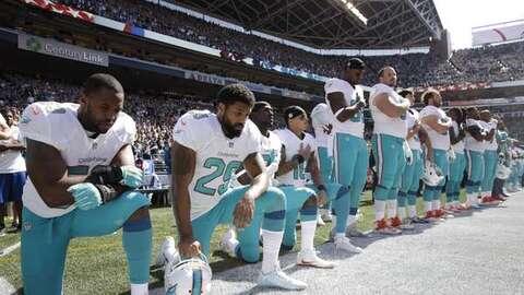 Arian Foster, de los Miami Dolphins, explicó el por qué de su protesta d...