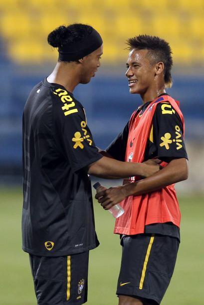 Ronaldinho y Neymar juntos. Todo Brasil quiere verlos en la selección, v...