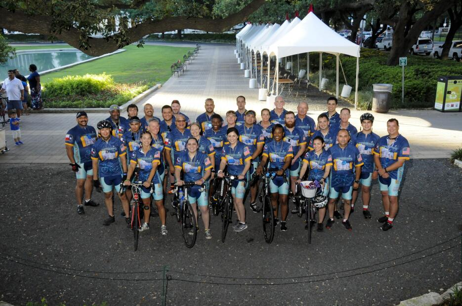 Policías de Houston recorrerán 2,500 millas en bicicleta por una buena c...