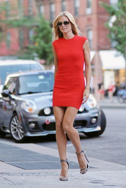 Heidi Klum sabe que es bella y así lo presume.  Mira los chismes del mom...