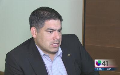 Nuevo concejal Manuel Peláez apoya a los inmigrantes