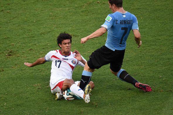 La desesperación se apodero de Uruguay al perder la media cancha.
