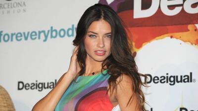 Adriana se une a Desigual para el lanzamiento de sus próximas dos colecc...