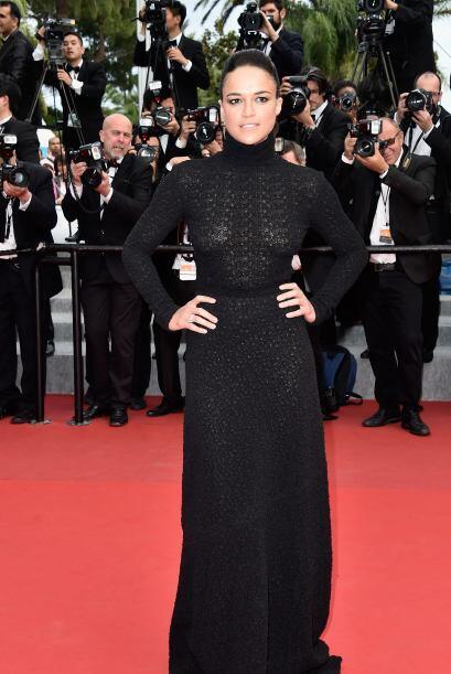 Michelle Rodríguez apareció vestida de negro.