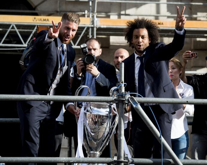 Así fue la celebración del Real Madrid camino al pletórico Bernabéu 6363...