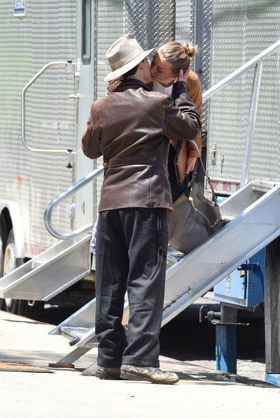Depp parecía que no quería soltar a su amada.Mira aquí los videos más ch...