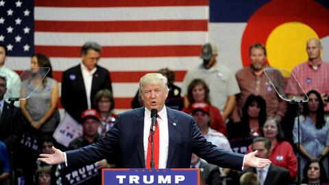 El candidato republicano Donald Trump se dirige a sus cerca de 8,000 seg...