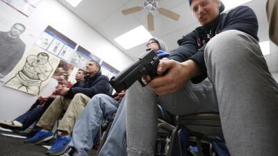 """""""Acabo de dispararle a mi hijo por accidente"""" clases%20de%20gun%20pixela..."""